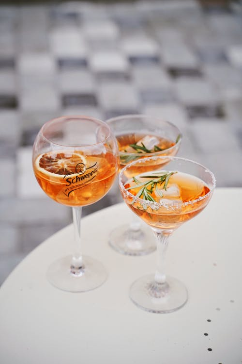 Бесплатное стоковое фото с aperol, алкогольный напиток, в помещении, вертикальный