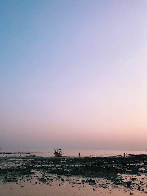 Ilmainen kuvapankkikuva tunnisteilla auringonlasku taivas, auringonlaskun värit, kaunis auringonlasku, ranta auringonlasku