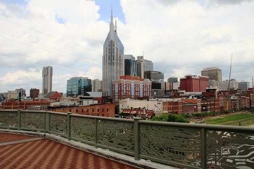 Foto profissional grátis de centro da cidade, cidade, construção de morcegos, espaço