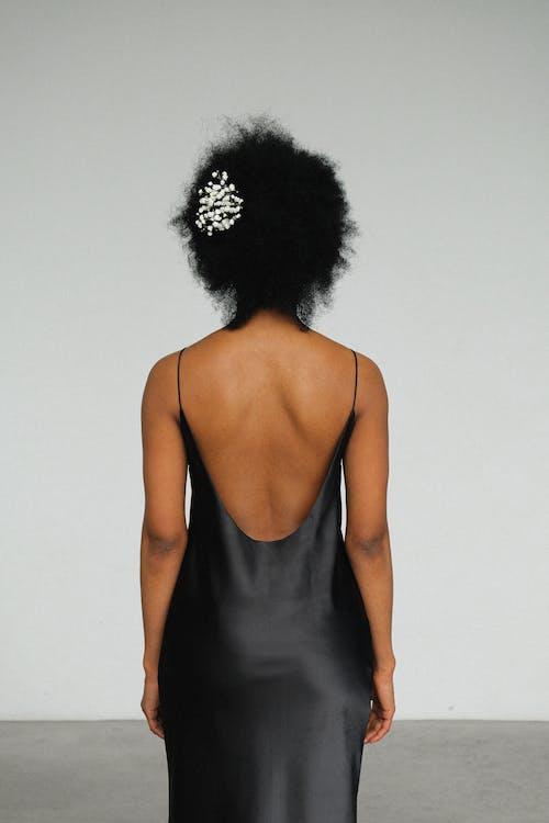 Безкоштовне стокове фото на тему «афро-американська жінка, брюнетка, вид ззаду, волосина»