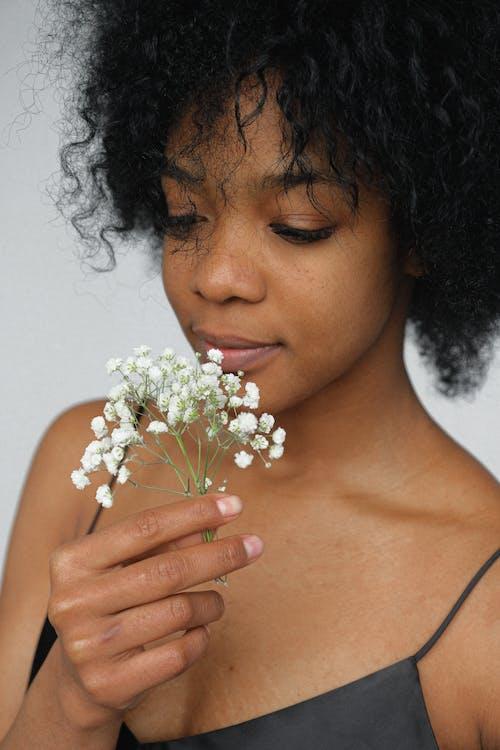 Immagine gratuita di cinturino per spaghetti, da solo, donna, donna afro-americana