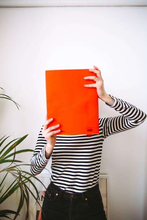 Безкоштовне стокове фото на тему «дорослий, жінка, знання, книга»