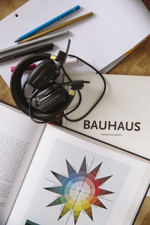Kostnadsfri bild av bok, forskning, hörlurar