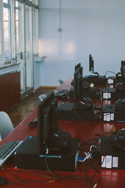 Foto stok gratis dalam ruangan, hubungan, kamar, keyboard