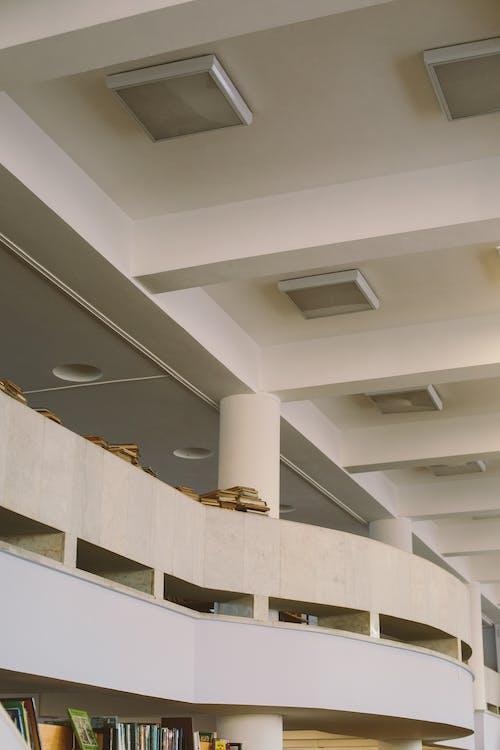 Foto profissional grátis de arquitetura, biblioteca, dado, educação