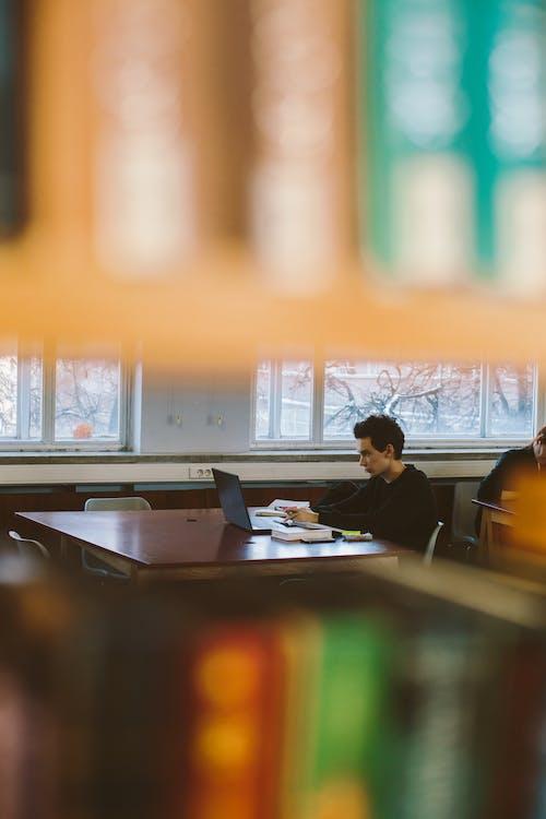 Gratis stockfoto met afstandswerk, bedrijf, binnen, bureau