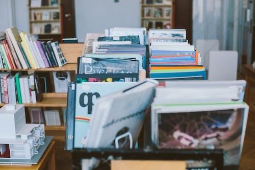 Foto Von Büchern Auf Bücherregalen