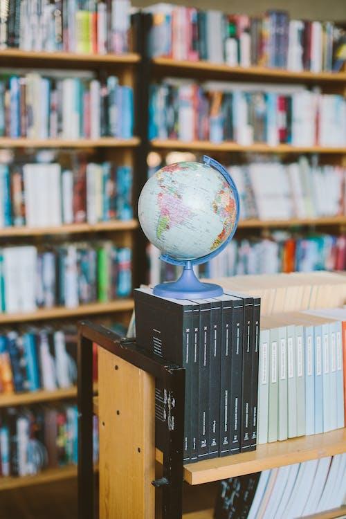 Foto Des Globus Oben Auf Büchern