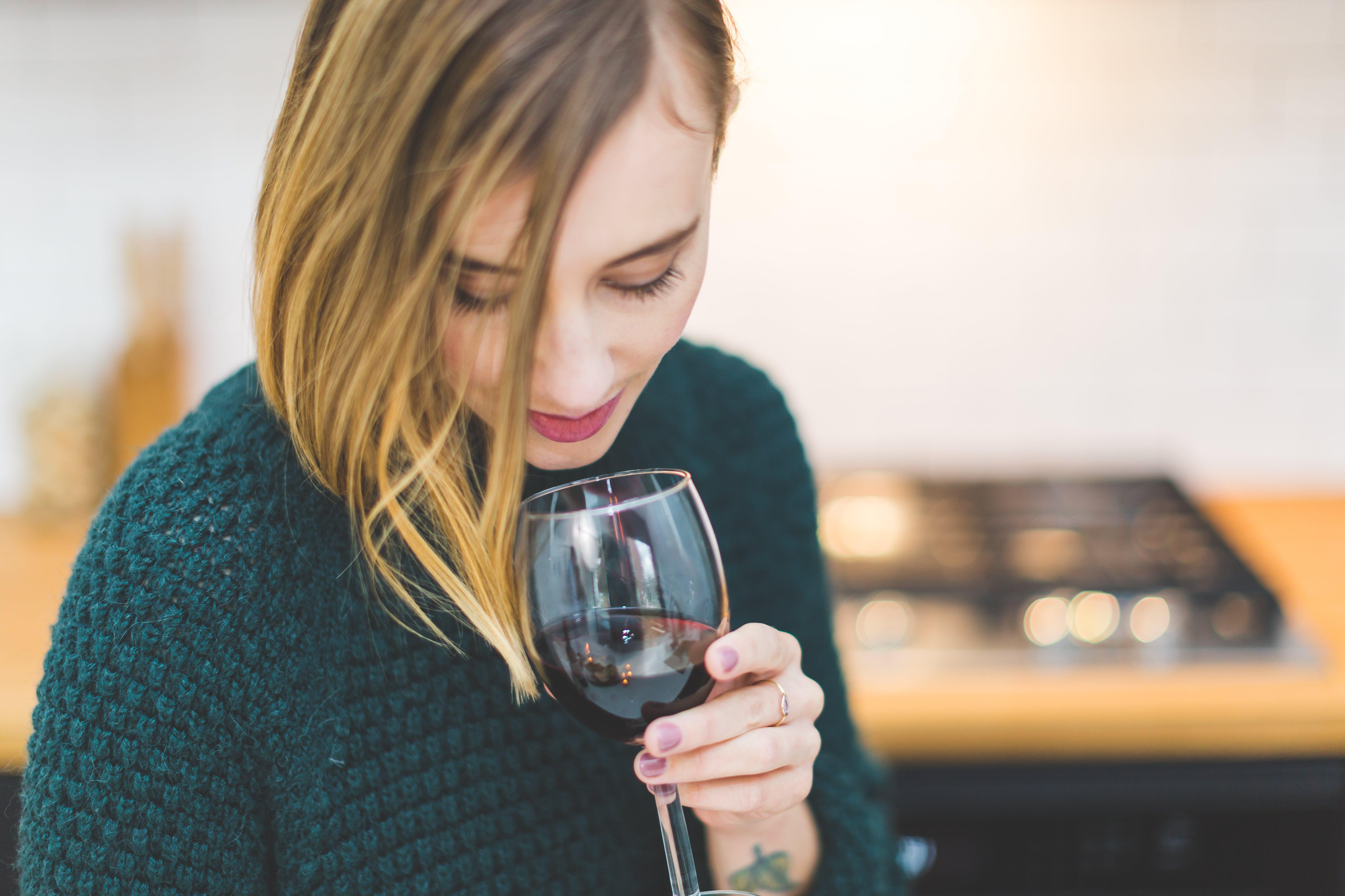 Vino tinto y frutos rojos pueden combatir enfermedades mentales