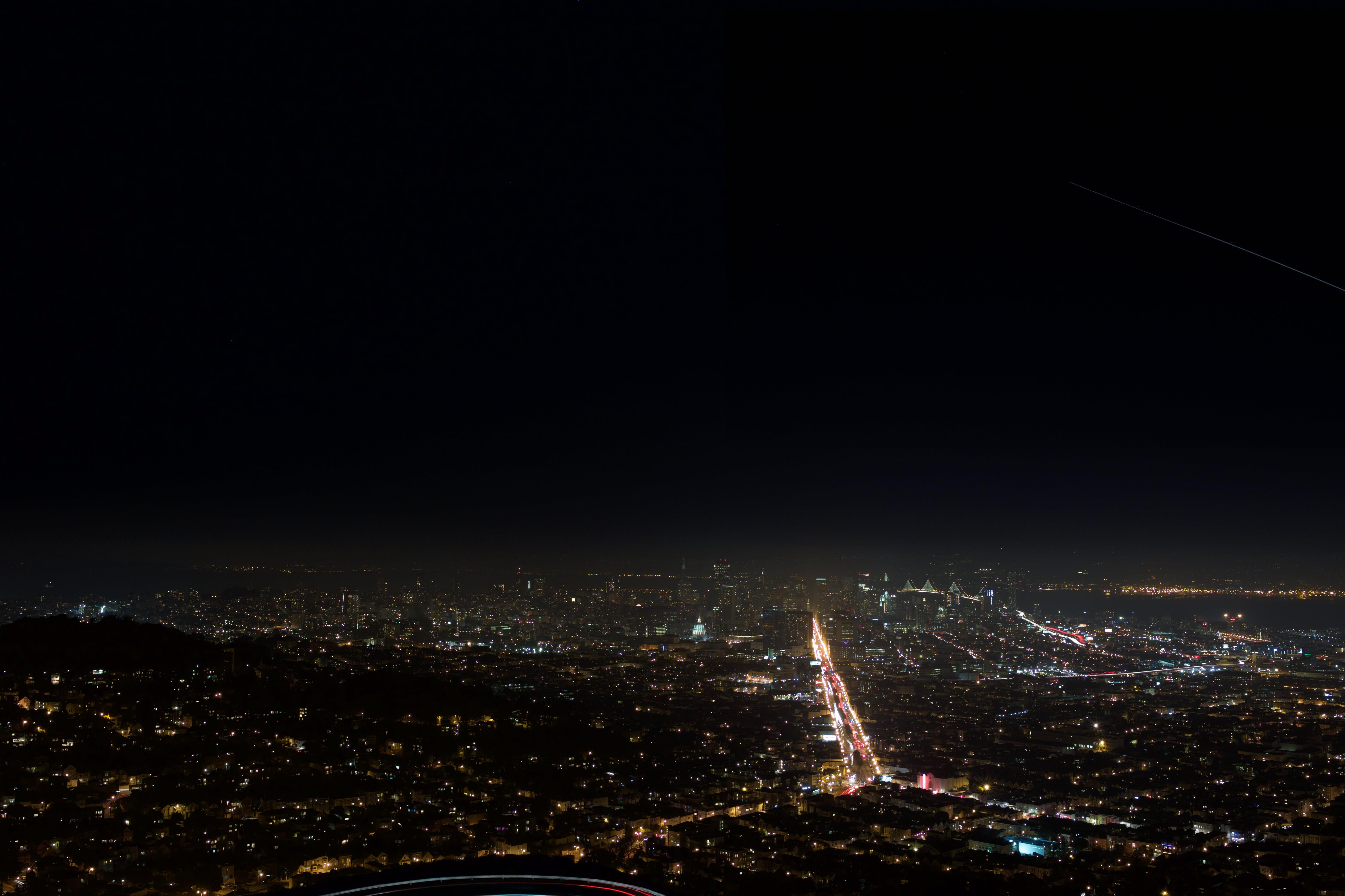 Gratis lagerfoto af belyst, by, byens lys, bygninger