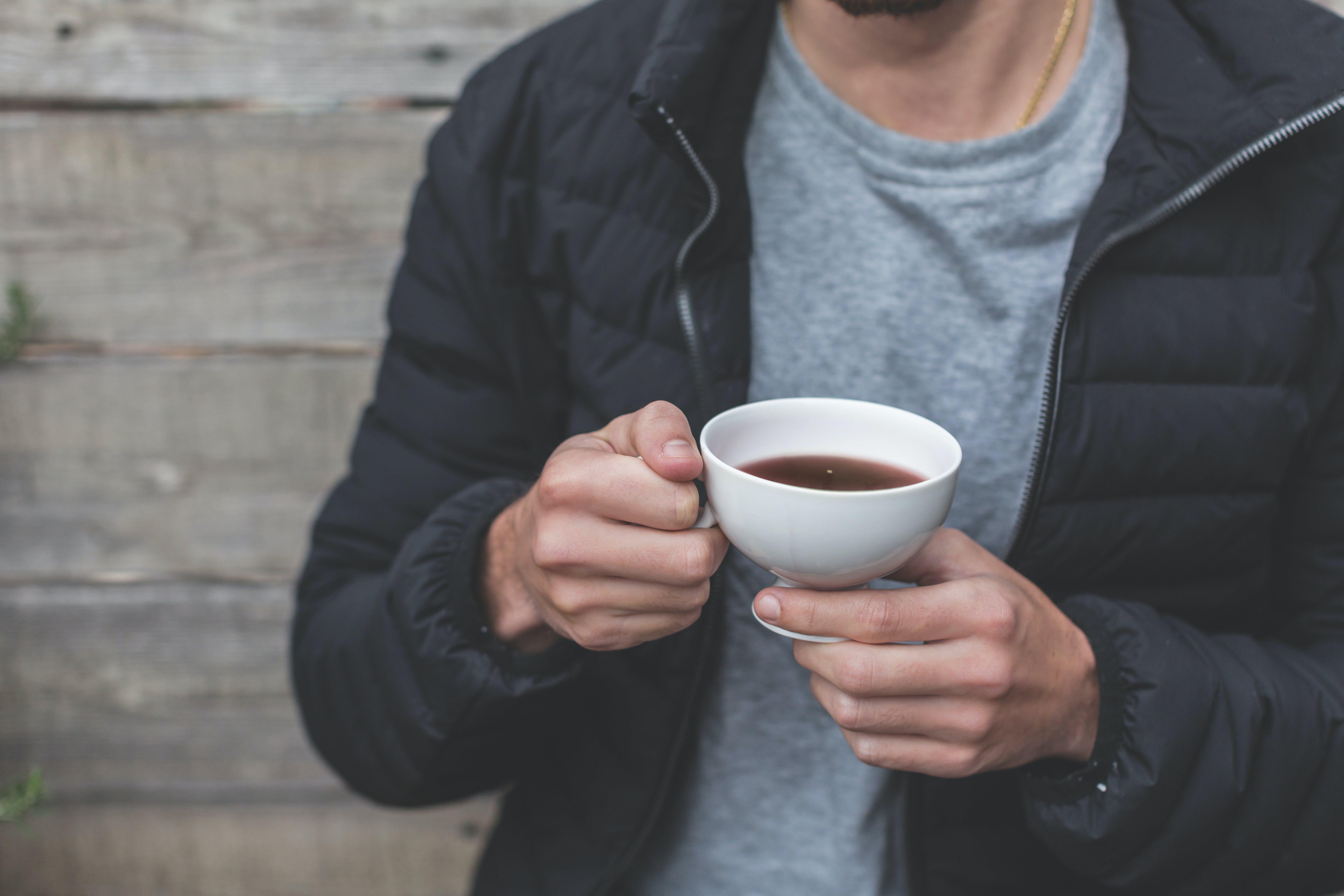 Gratis arkivbilde med avslapping, drikke, hender, kaffe