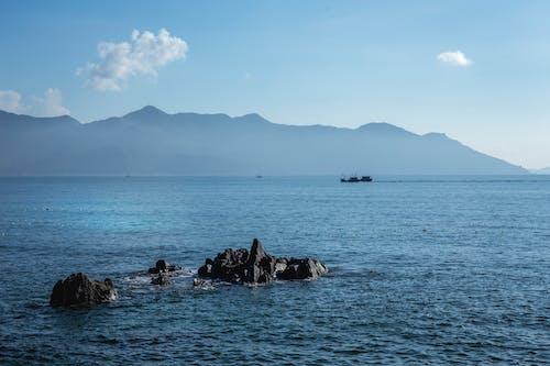 çıkıntı, deniz, sahiller, seyahat içeren Ücretsiz stok fotoğraf