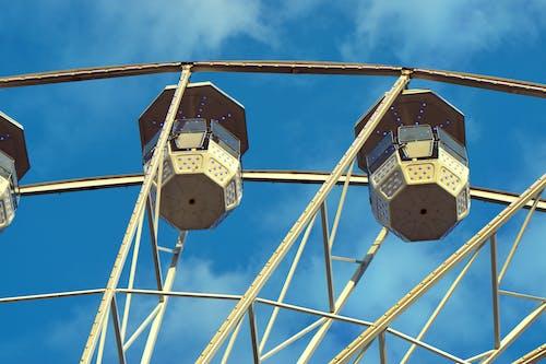 Kostenloses Stock Foto zu aufnahme von unten, blaue lichter, blauer himmel, draußen