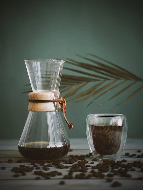 갓 내린, 볶은 커피 콩, 브루잉, 블랙 커피의 무료 스톡 사진