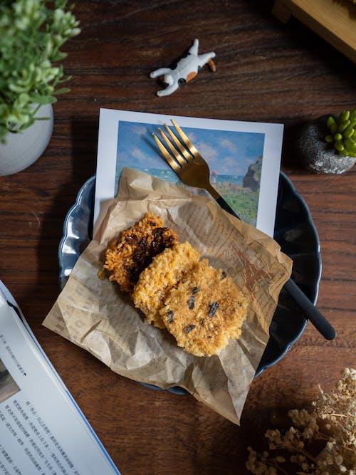 Kekse Mit Gabel Auf Teller Auf Holztisch Gelegt