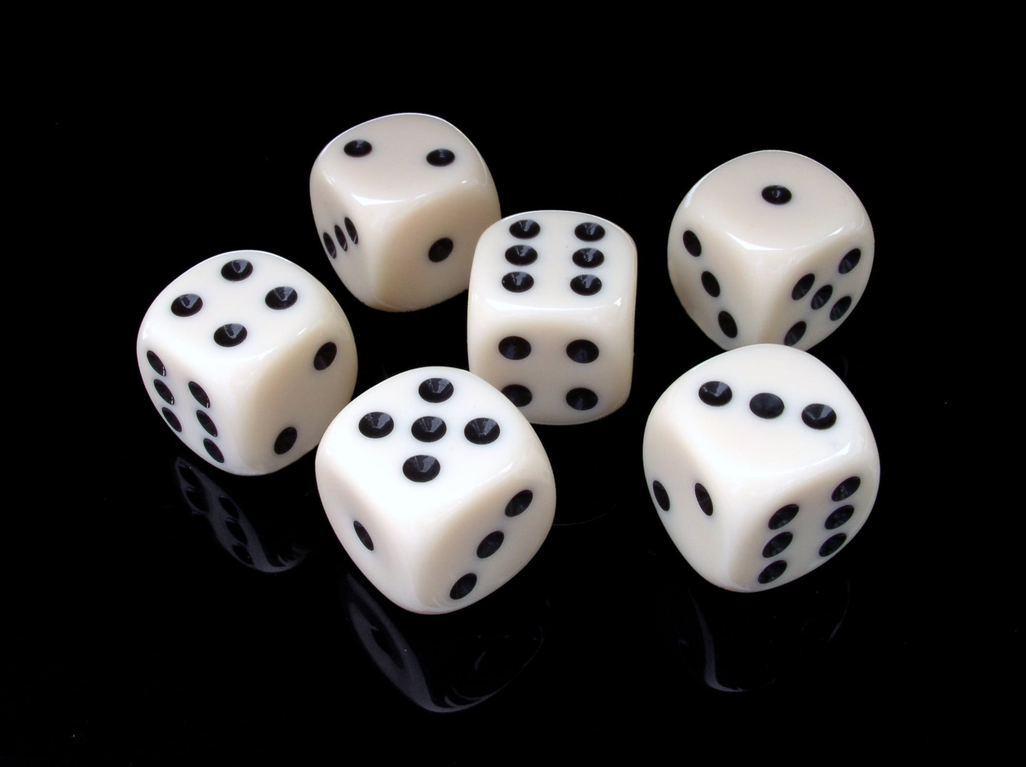 6 Pieces of Black and White Dice