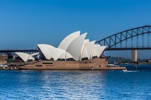 Kostnadsfri bild av arkitektur, blå himmel, bro, byggnad