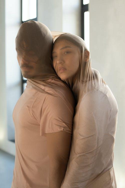 Pasangan Tertutup Kain Tipis