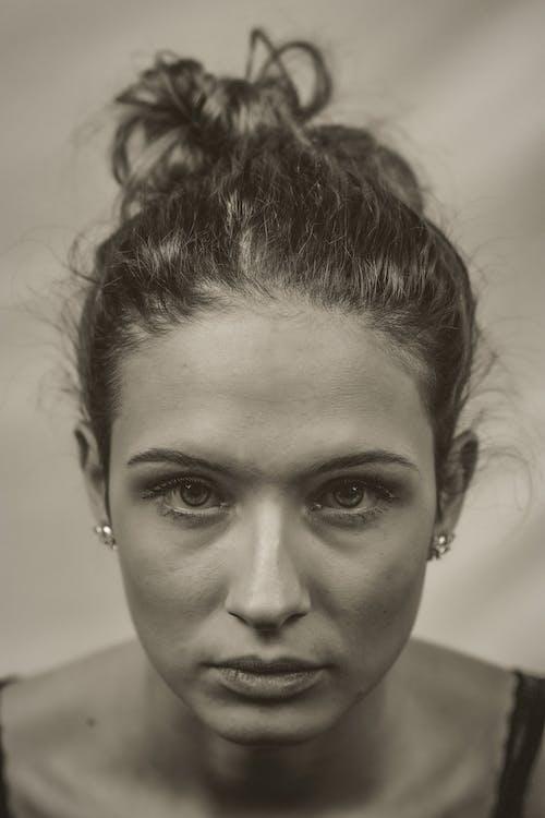 아름다운 여성, 아름다운 여자, 초상화, 초상화 기법의 무료 스톡 사진