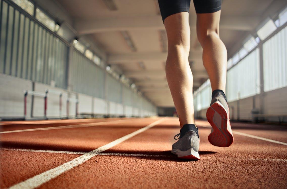 Atlet Fit Selama Latihan Di Lintasan Lari
