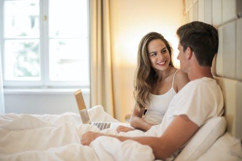 Photos gratuites de à l'intérieur, affection, amour, appartement