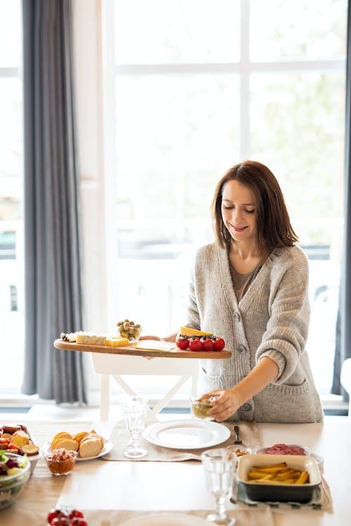 Mujer Preparando Comida