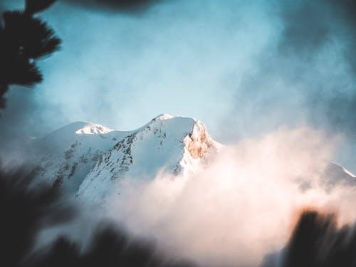 Foto stok gratis alam, awan, bepergian, bermain ski