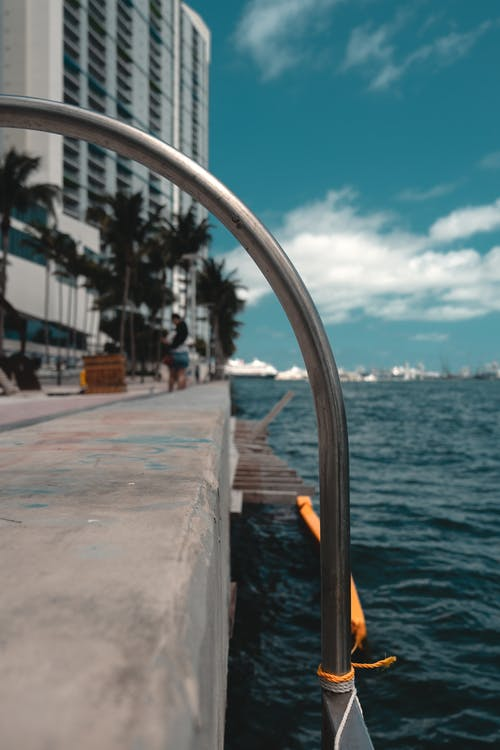 Základová fotografie zdarma na téma architektura, exteriér budovy, krásná obloha, loď
