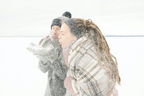 Kostenloses Stock Foto zu canvacustombrief, draußen, frau, frost