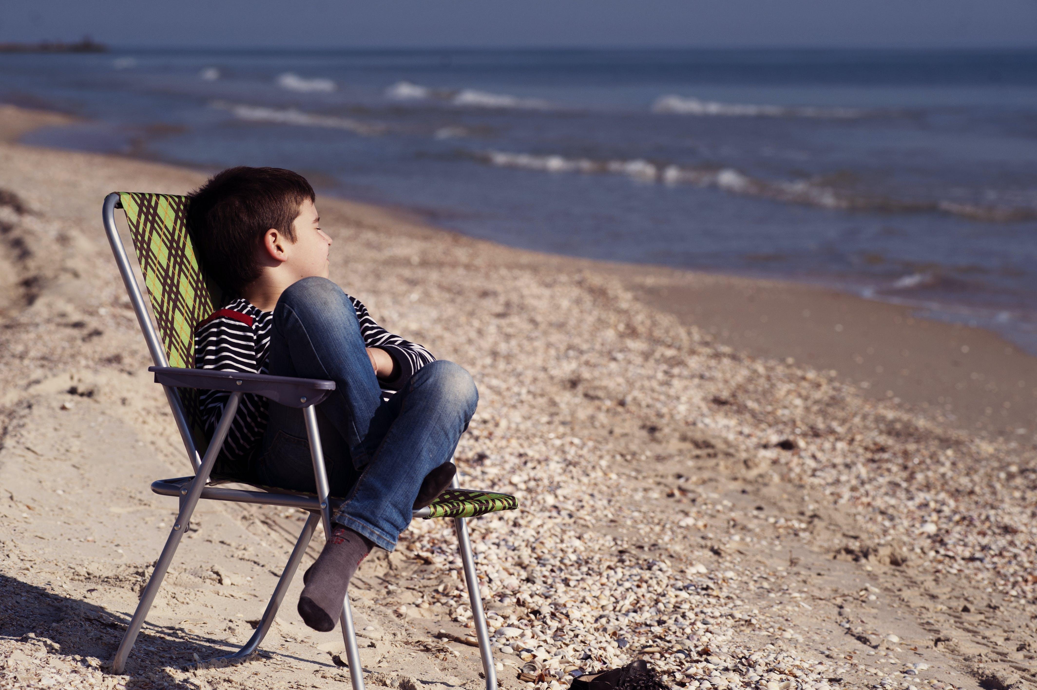 Foto d'estoc gratuïta de aigua, assegut, cadira, dia