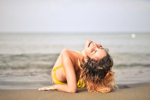 aktivite, beyaz kum, boş zaman, çekici içeren Ücretsiz stok fotoğraf