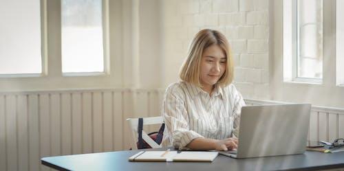 Kostenloses Stock Foto zu arbeit, arbeiten, arbeitsplatz, asiatische frau