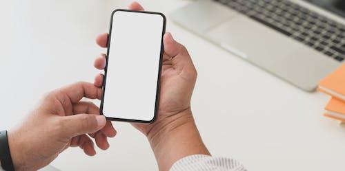 Kostenloses Stock Foto zu berührungsempfindlicher bildschirm, digital, digitalgerät, elektrik