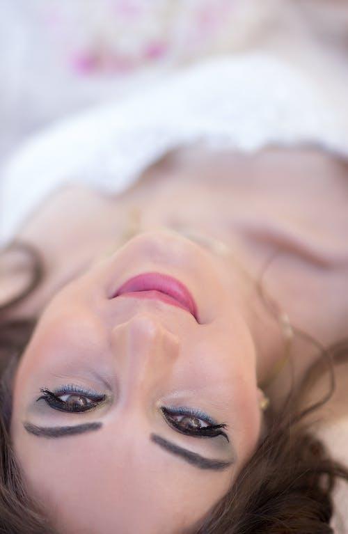 Ingyenes stockfotó álló kép, függőleges kép, mosolygás, nő témában