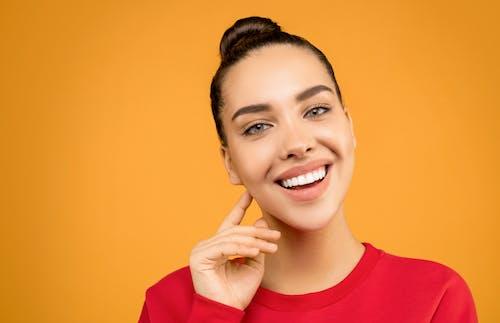 Gratis stockfoto met aantrekkelijk, aantrekkelijk mooi, aantrekkingskracht, blij