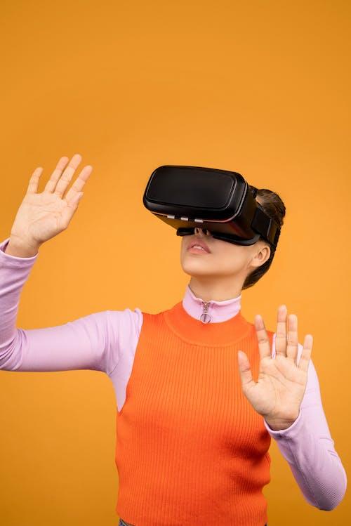 Fotos de stock gratuitas de canvacustombrief, casco de realidad virtual, casco RV, desgaste