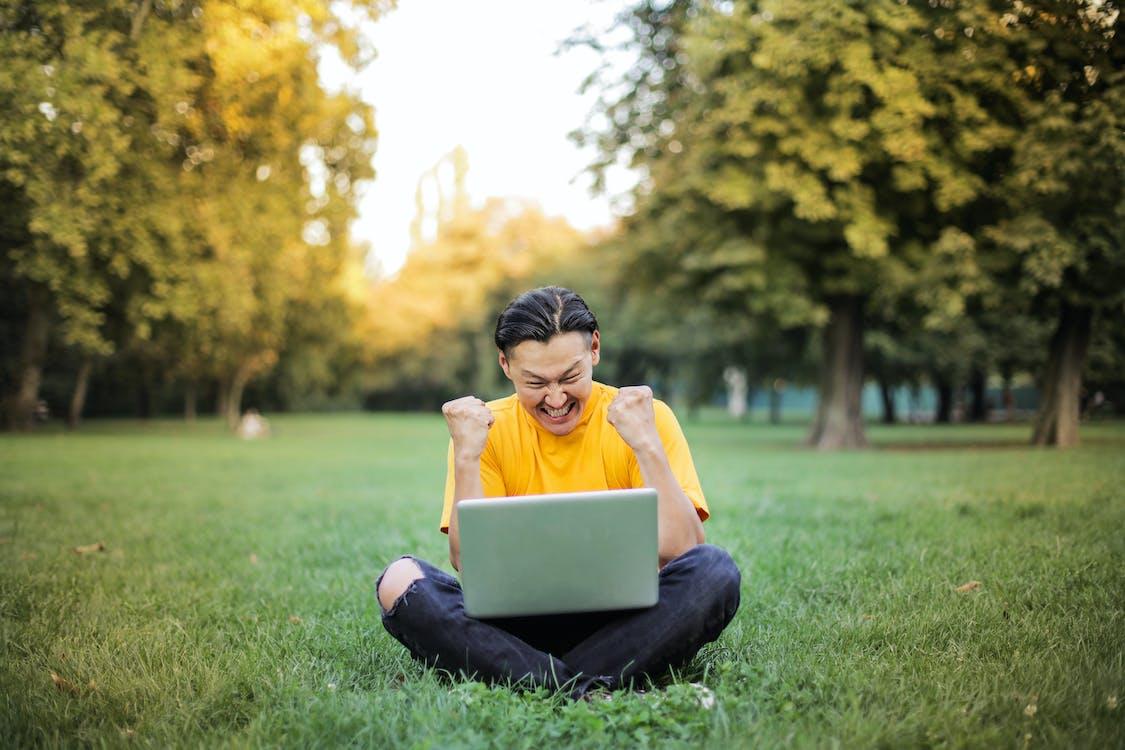 Fotos de stock gratuitas de adolescente, agradecido, al aire libre