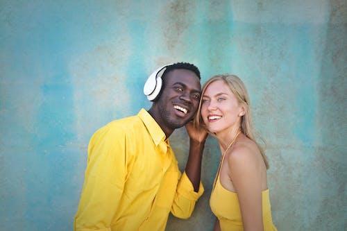 Fotos de stock gratuitas de adulto, afroamericano, agradable, al aire libre