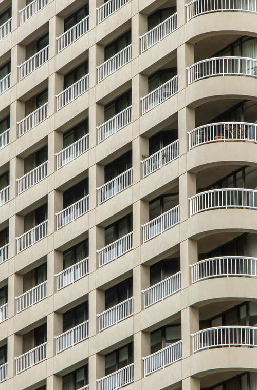 Foto d'estoc gratuïta de apartament, arquitectura, balcons, condomini