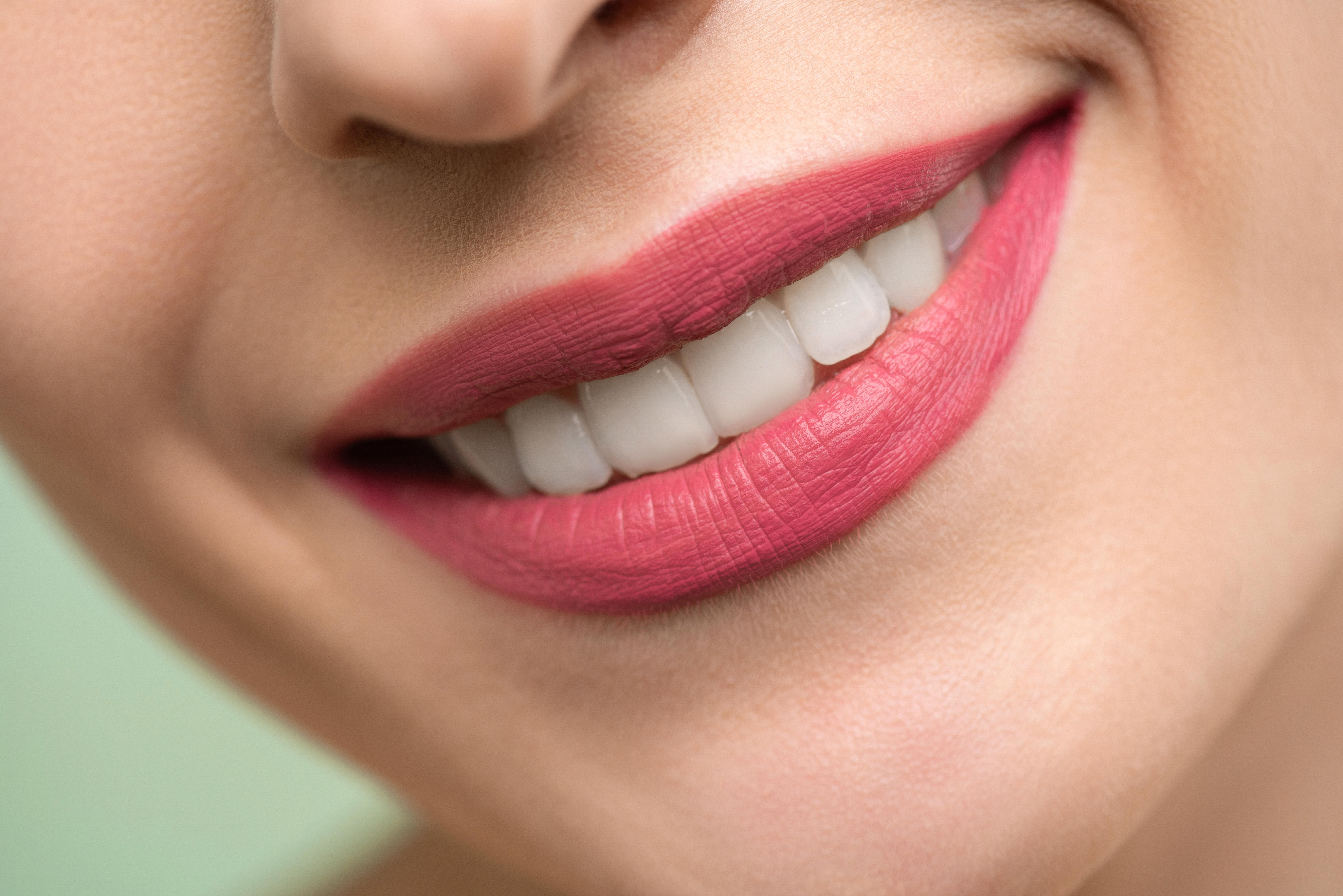 一篇看懂9種牙齒變黃的原因及12種牙齒美白方法 (上)