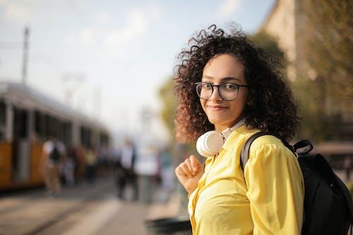 Foto De Mulher Usando óculos