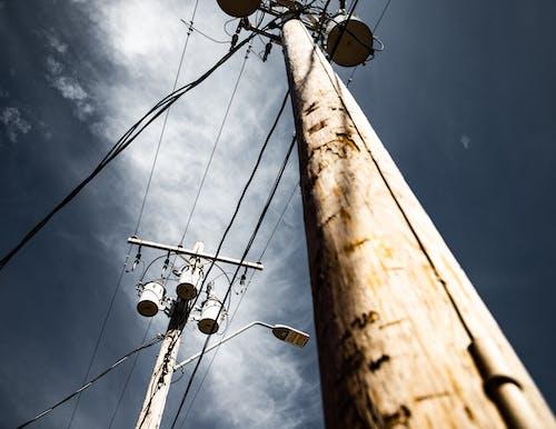 Fotos de stock gratuitas de asta, cables, cables eléctricos, cielo