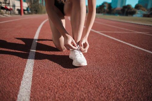 คลังภาพถ่ายฟรี ของ การออกกำลังกาย, ขา, คุกเข่า, นักกีฬา