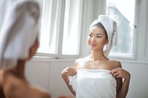 Gratis stockfoto met aantrekkelijk mooi, bad, badderen, badhanddoek