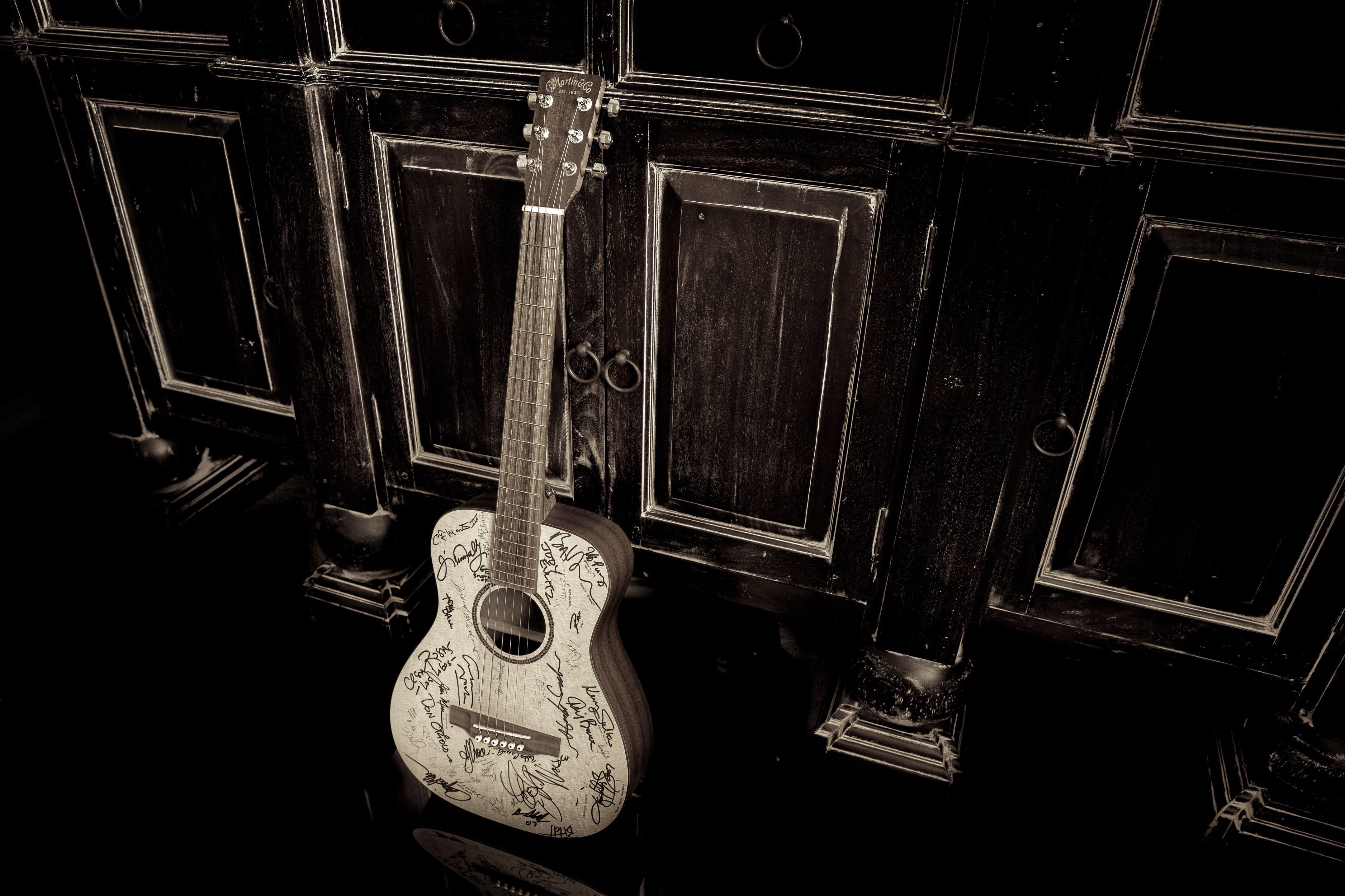of acoustic guitar, autograph, dark, Martin Guitar