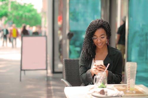 Ilmainen kuvapankkikuva tunnisteilla älypuhelin, asu, business, digilaite