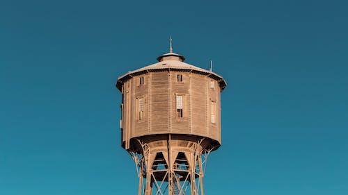 Безкоштовне стокове фото на тему «абстрактним фоном, блакитне небо, вежа, вид ззаду»