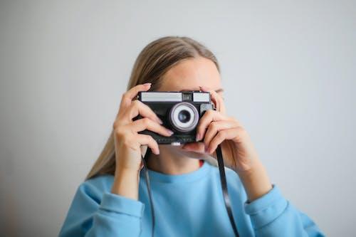 Foto profissional grátis de aparelho, câmera, câmera analógica, eletrônicos