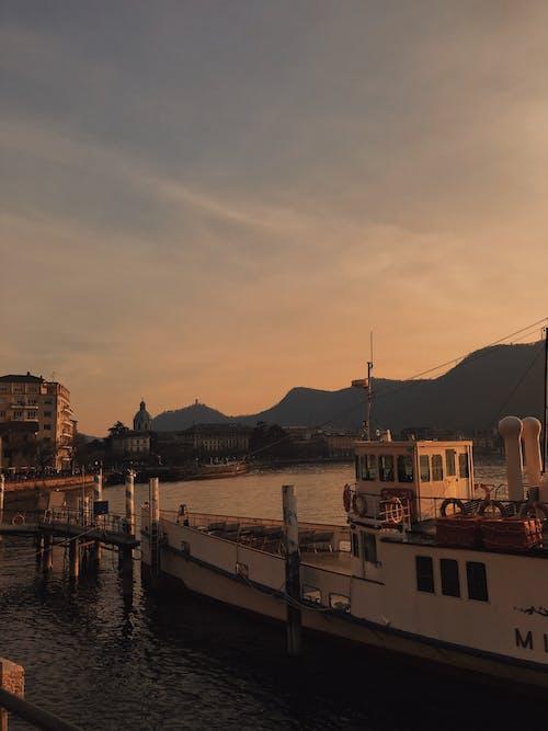 Foto d'estoc gratuïta de aigua, alba, barca, cap persona