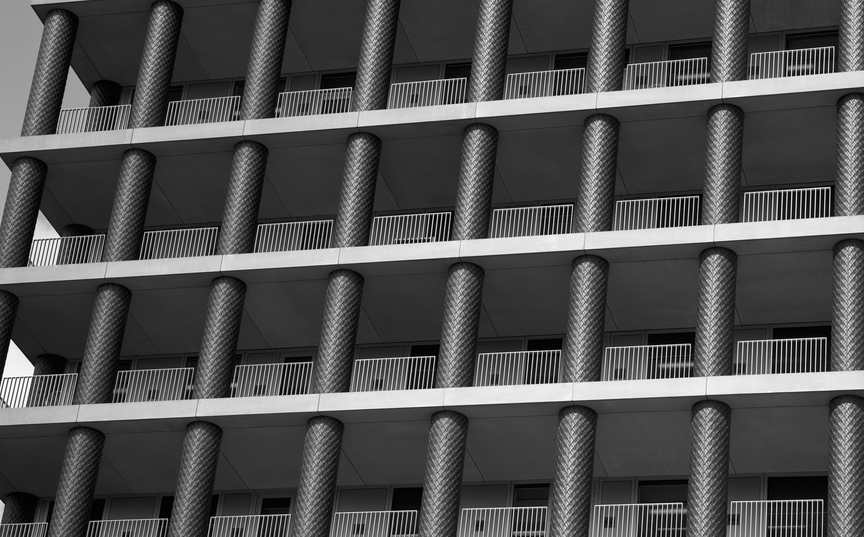 Darmowe zdjęcie z galerii z architektura, balustrady, budynek, drapacz chmur